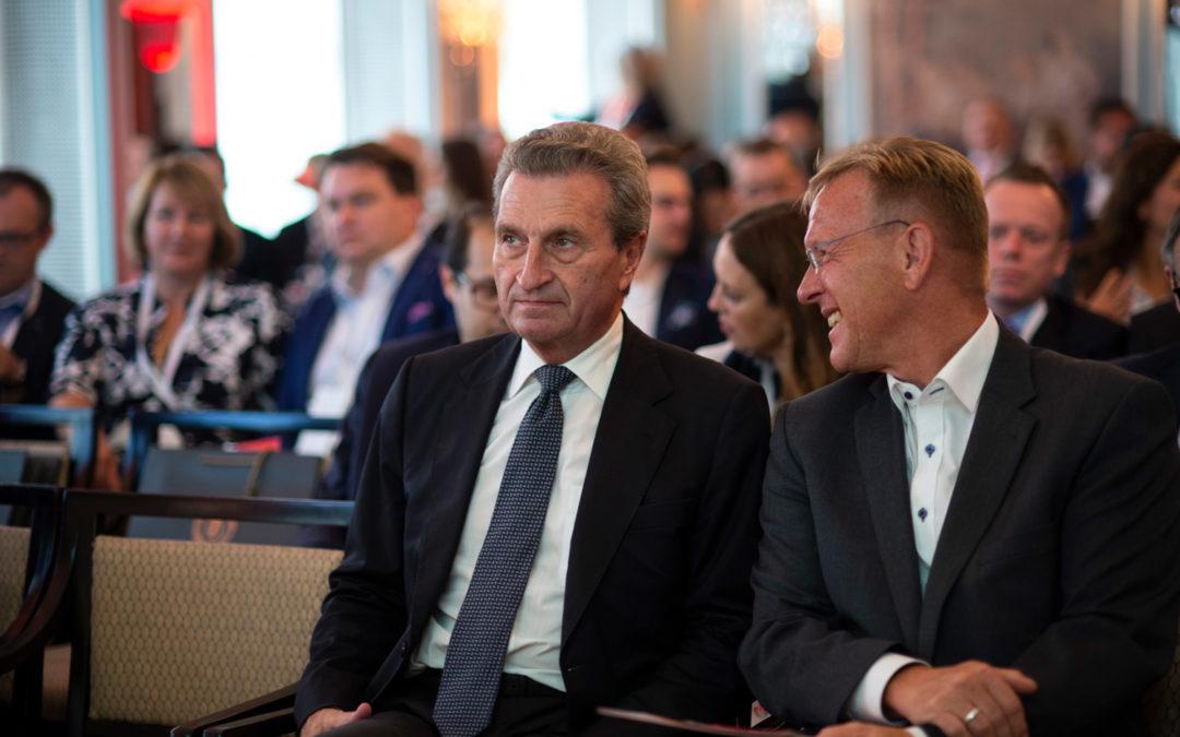 Talkshow-Moderator Dirk Rabis beim Wirtschaftsgipfel – Im Dialog mit Experten